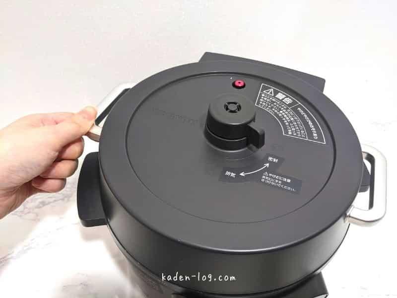 アイリスオーヤマの電気圧力鍋は片手で簡単に取り外せる